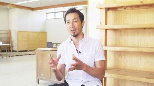 2人の娘を通わせていた鈴木大裕。理想とする教育を実践するため、帰国後、高知県土佐町に移住した(写真:Retsu Motoyoshi)