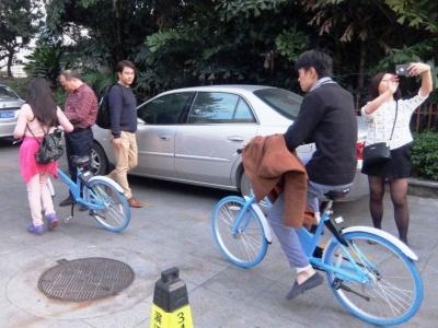 水色の自転車が目印の小鳴単車。利用者はまだ多くない。