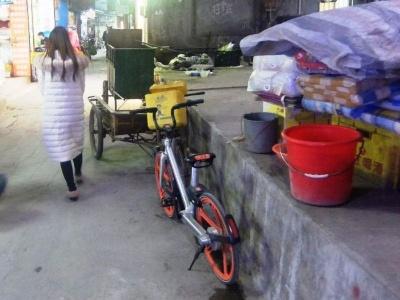 貧困層が少なくない「城中村」でもシェア自転車を見かける。