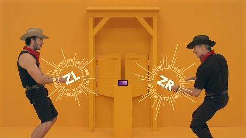 『1-2-Switch』に含まれる早撃ち対戦「Quick Draw」。ゲーム機本体が奥にあるのが分かるだろうか? こうして画面を見ずに、相手の目を見ながらプレーする。本体と同時発売。(c)2017 Nintendo
