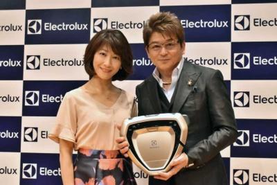 発表会には俳優の哀川翔さん、女優の高田万由子さんが登場した
