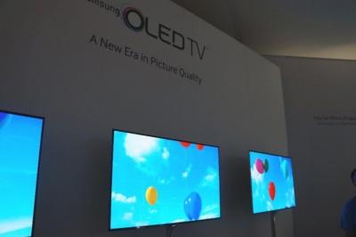 サムスンも有機ELテレビの量産を目指したが、最近はトーンダウンしている(写真は2013年のCES)。