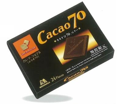 森永製菓の「カレ・ド・ショコラ<カカオ70>」を薄い板状にしたのは口溶けの良さや口に入れた時の香りの立ち方などを細かく計算した結果だという。