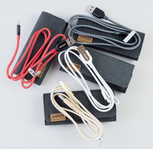 最も高い「PowerLine+ライトニングUSBケーブル」にはケースが付属するものもある。カラーバリエーションも用意