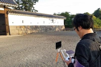 もともと「好きなお城を空から撮りたい」という動機から始めたドローン。「ドローンを使ってお城を普段の目線と違う高さで見ると、新しい発見があって面白い」という田口さん。全国各地のお城を空撮し、地方創生に一役買っている