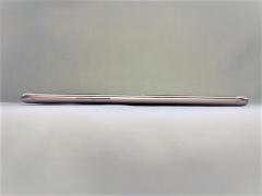 側面から見たところ。7.1mmという薄さを実現しているが、背面にカーブがかかっているため手にはなじみやすい