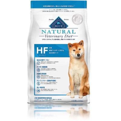 東京動物医療センターで推奨している獣医師専用の療法食の一つ「BLUE NATURAL Veterinary Diet 犬用HF/食物アレルギーに対する加水分解フード(900g)」(実勢価格は2140円※編集部調べ)。分子量が非常に小さく食物アレルギーの原因となりにくい「加水分解サーモン」を使用