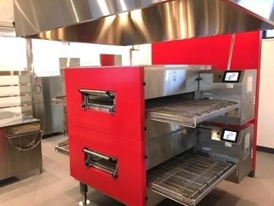 加熱力の向上や熱風の当て方も検証し、約2年半開発を重ねて3分でピザを焼き上げるオーブンを開発した