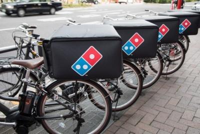 配送用の電動アシスト自転車。ドミノ・ピザ ジャパン独自のGPSシステムを使い、店舗でドライバーの状況を管理できるほか、ユーザーも注文画面からリアルタイムで配送状況を確認できる