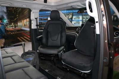 メルセデス・ベンツは「Vクラス」の車中泊をメインとしたライトなキャンピングカーとしてのニーズに期待を寄せている