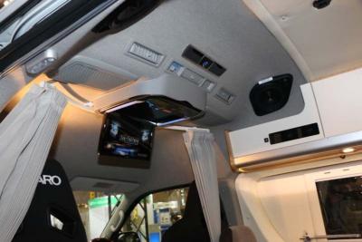 アルパイン製の後席用モニターシステムではカラオケもできる