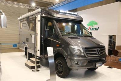 メルセデス・ベンツの「319CDI」をベース車にしたハイマーの「ML-T570 4WD Concept」。なんとオフロード向けタイヤを装着した4WD仕様だ
