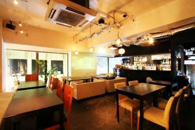 スペイシーコーヒーの店舗の1つ「AJITO WONDERDINING(アジト ワンダーダイニング)」(渋谷区道玄坂1-18-4)。スペイシーコーヒーとしての営業時間は9~17時