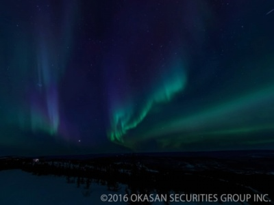 オリハルコンテクノロジーズの『NORTHERN LIGHTS -極北の夜空に輝く光の物語-』では、アラスカで撮影したオーロラを堪能できる。オーロラのリアルな動きを楽しめる「ムービーモード」と、高解像度写真を見られる「スライドショーモード」が選べる。楽曲にはピアニストの中村由利子氏が書き下ろしたオリジナルの5曲を収録する。価格は800円