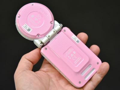 カメラ部と本体部はワンタッチで分離でき、カメラ部のみで撮影することも可能。それぞれにバッテリーを内蔵しており、2本のケーブルを使って両方を充電する手間がかかるのは欠点といえる