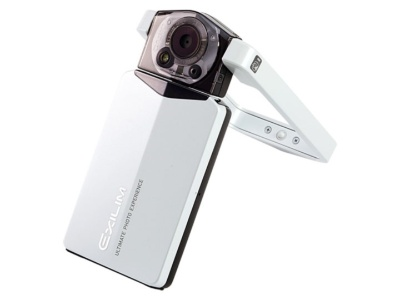 カシオ計算機が2011年に発売した「EXILIM EX-TR100」。日本ではサッパリ売れなかったが、海外では自撮りがきれいなカメラとして若い女性の間で爆発的にヒットした