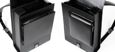 ベーシックモデルとワイドモデルは、外ポケットの形状・サイズも異なる。ヌメ革の001と、イタリアンレザーの002のどちらもワイドモデルを展開している