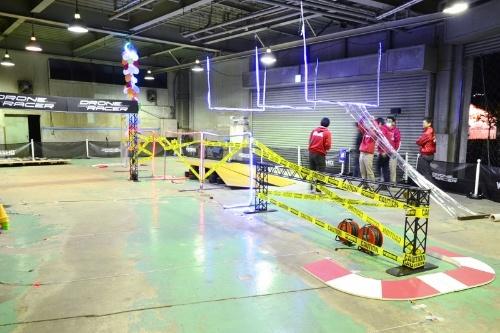 ドローン・サーキットSPLASH横浜ベース内に設置された1周約30mのコース