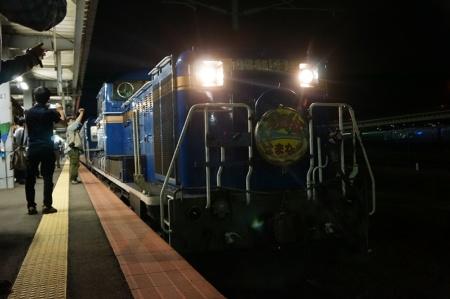 青函トンネルを牽引してきたED79型と道内を牽引するDD51型
