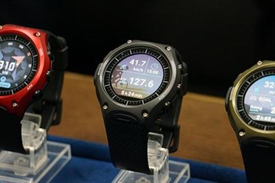 WSD-F10は、外装デザインを腕時計のデザイナーが、ソフトウエアのUI(User Interface)デザインをスマホやデジカメ担当のUIデザイナーが担当した。これも伝統(=時計)と先進(=スマホ)の融合といえる