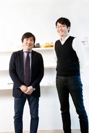 右/佐藤オオキ氏。02年に早稲田大学大学院理工学部建築学科を修了後、デザインオフィスnendoを設立。06年にNewsweekの「世界が尊敬する日本人100人」に選出<br>左/ミュージックセキュリティーズの小松真実社長。早稲田大学大学院修了。2000年にミュージックセキュリティーズ合資会社を設立し、02年に株式会社化