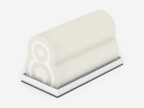 ロールケーキの「yukimaru」。北海道産の卵白を使った白い生地と、外側の1層目に生クリーム、2層目にチーズクリームを使い、白い雪だるまをイメージ