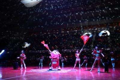 千葉ジェッツ専属のチアリーダーズ「STAR JETS」とマスコットキャラクター「ジャンボくん」によるパフォーマンス