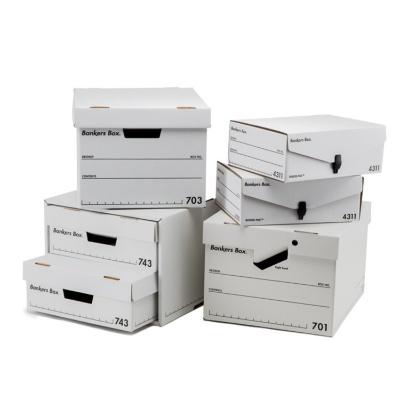 17年ぶりにリニューアルしたフェローズ「バンカーズボックス」。フラッグシップモデルの「701」(3枚入り、3150円)、「703S」(3枚入り、2700円)、「743」(6枚入り、4500円)、「4311」(3枚入り、2010円)、ファイルキューブ(3枚入り、3900円)