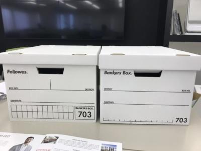 左が旧703、右がこのたびリニューアルした新703S。デザインだけでなく、組み立て方や取っ手の切り方、ふたの深さなどもリニューアルされている