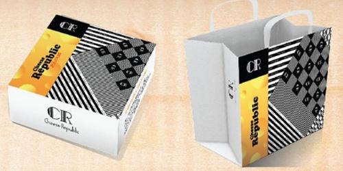 持ち帰り用の箱から紙袋のデザインまで人気店のそれにそっくり