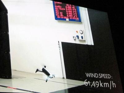 その結果、推進重量比が大幅に向上し、最高速度は60㎞/hをマーク