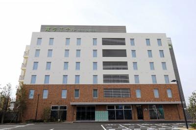 「変なホテル舞浜 東京ベイ」(千葉県浦安市富士見5-3-20)。JR舞浜駅北口から徒歩約18分。地上6階建て(客室部分2~6 階)。全100室(スタンダードツイン50室、スタンダードトリプル40室、コーナーツイン2室、コーナートリプル7室、バリアフリー1室)