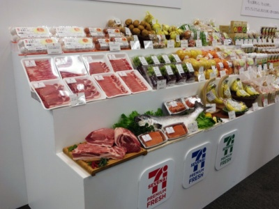 「セブンプレミアム フレッシュ」はバナナや豚肉、サーモンなどの約30品目からスタート