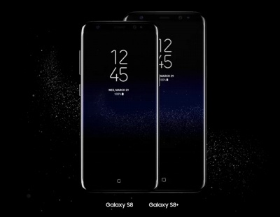 左が「Galaxy S8」、右が「Galaxy S8+」。異なるのはサイズ、重量、バッテリー容量、連続動作時間だけでほかのスペックは基本的に同一だ