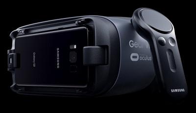 新型Gear VRは2月に開催された携帯電話関連展示会「Mobile World Congress 2017」で先行して発表されていた。ジャイロ、加速度、磁気センサーを内蔵するコントローラーが付属して129ドル。旧型Gear VRユーザーのために、コントローラー単体も39ドルで販売される