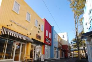 「メイカーズピア」には飲食店や雑貨店など合わせて50以上の店舗が入っている