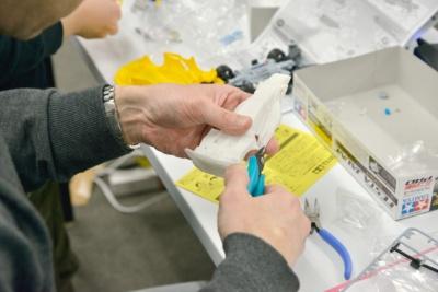 3Dプリンターで作成された立体物には立体物を支持するためのサポート材がくっついているのでそれをニッパーで切り取って完成となる