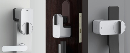 Qrio Smart Lockをドアに取り付けたイメージ。縦向きだけでなく、サムターンやドアレバーの位置などに応じて、横向きや下向きでも設置できる