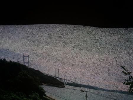壁に凹みなどがある場合も、映像にゆがみが出てしまう