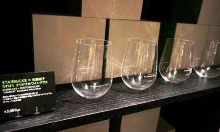 4種類のメッセージを入れられるオリジナルグラス(3000円)など、この店舗限定の商品も販売