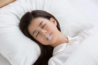 使い方はシンプル。寝る前に口に貼るだけ