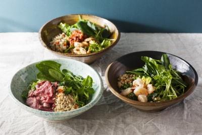 タニタカフェで提供予定の「有機野菜ともち麦のサラダボウル」