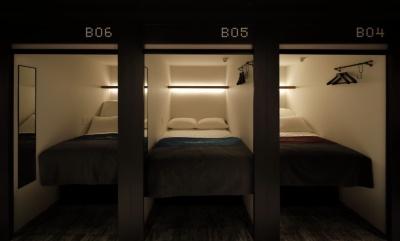 スマートポッドは各階20室。タオル、歯ブラシなどのアメニティーは無料で提供されるが、パジャマは必要な人だけが有料でレンタルする仕組み