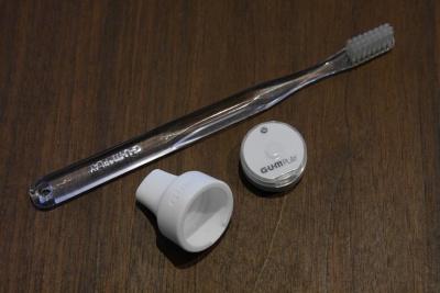 サンスターの「G・U・M PLAY」(ガムプレイ)。歯ブラシの動きを検出するセンサーと、それをグリップに取り付けるキャップを組み合わせたもの。価格は5000円
