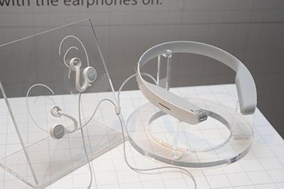 ソニーがサウス・バイ・サウスウエストで展示したコンセプトモデル。「耳をふさがないイヤホン、首に巻くカメラ!?」