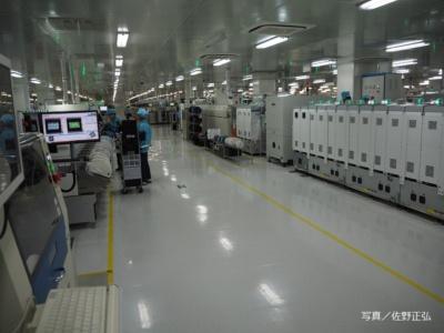 工場内の基板の生産ライン。スマートフォンの生産をアウトソースする企業が多い中、OPPOは自社生産にこだわっている