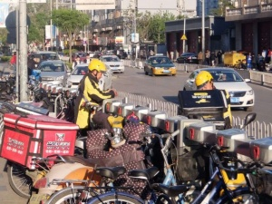 複数の業者のバイクを同時に見かけることも珍しくなくなった