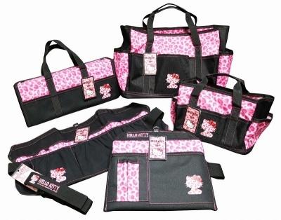 ハローキティのKH工具袋シリーズ、DIY女子向けにはエプロン、手提げ、道具入れ、ベルトをラインアップ。ハサミや筆記用具、カッター、計算機など、軽作業に使う道具全般が入れられる(画像提供:基陽)
