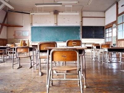 木の廊下や机が並ぶ教室で耳を澄ますと、元気な子供たちの声が聞こえてきそう