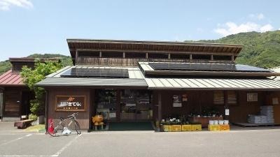 この地方の方言で「どうか来てください」という意味の「きてら」を店名にした農産品直売所。利用者の7割以上が田辺市民で、約3割は市外から訪れる